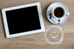 ταμπλέτα και κούπα του καφέ Στοκ εικόνα με δικαίωμα ελεύθερης χρήσης