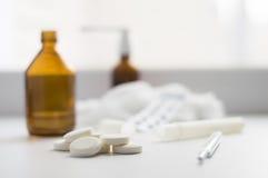 Ταμπλέτες και άλλα φάρμακα Στοκ εικόνες με δικαίωμα ελεύθερης χρήσης