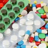 Ταμπλέτες στη συσκευασία Ένα ιατρικό υπόβαθρο Στοκ εικόνες με δικαίωμα ελεύθερης χρήσης