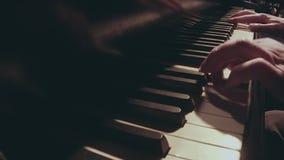 Τανγκό παιχνιδιού στο πιάνο απόθεμα βίντεο