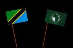 Τανζανική σημαία με την αφρικανική σημαία ένωσης στο Μαύρο Στοκ εικόνες με δικαίωμα ελεύθερης χρήσης