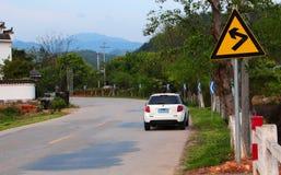 Ταξίδια αυτοκινήτων στη εθνική οδό στοκ εικόνες