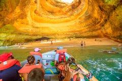 Ταξίδια βαρκών σπηλιών Benagil στοκ εικόνα με δικαίωμα ελεύθερης χρήσης