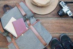 Ταξίδι και έννοια ταξιδιών, στοιχεία ατόμων ` s με το διαβατήριο, σημειωματάριο Στοκ Εικόνες