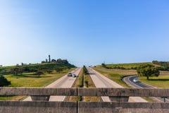 Ταξίδι κεκλιμένων ραμπών εισόδων γεφυρών οχημάτων εθνικών οδών Στοκ Εικόνες