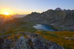 Ταξίδι μέσω των αιχμών βουνών του Καύκασου LAK της Sofia Arkhyz Στοκ Φωτογραφία