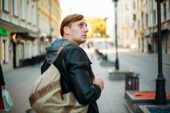Ταξίδι μέσω των οδών μιας ευρωπαϊκής πόλης στοκ εικόνες