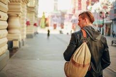 Ταξίδι μέσω των οδών μιας ευρωπαϊκής πόλης στοκ εικόνα