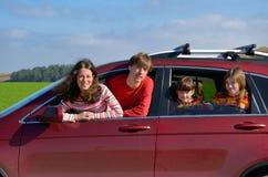 Ταξίδι οικογενειακών αυτοκινήτων στις διακοπές Στοκ φωτογραφίες με δικαίωμα ελεύθερης χρήσης