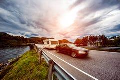 Ταξίδι οικογενειακών διακοπών, ταξίδι διακοπών στο motorhome, αυτοκίνητο μ τροχόσπιτων Στοκ Εικόνες