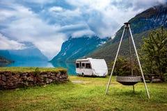 Ταξίδι οικογενειακών διακοπών, ταξίδι διακοπών στο motorhome Στοκ Φωτογραφία