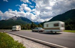 Ταξίδι οικογενειακών διακοπών, ταξίδι διακοπών στο motorhome rv, ασβέστιο τροχόσπιτων Στοκ Εικόνα