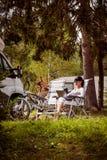 Ταξίδι οικογενειακών διακοπών, ταξίδι διακοπών στο motorhome rv Στοκ Φωτογραφίες