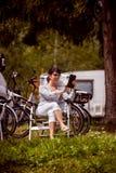 Ταξίδι οικογενειακών διακοπών, ταξίδι διακοπών στο motorhome rv Στοκ Εικόνα