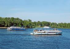 ταξίδι σκαφών ποταμών μηχανών Στοκ Εικόνες