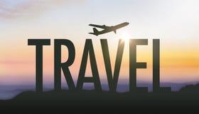 Ταξίδι σκιαγραφιών που διατυπώνει με την ανατολή Στοκ Εικόνα