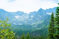 Ταξίδι στην Ευρώπη Θέση για την πεζοπορία Βουνά και λόφοι σε Tatra στοκ εικόνες