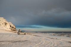 Ταξίδι στην Ισλανδία με ένα αυτοκίνητο Θαυμάσια φύση το χειμώνα Ισλανδία Στοκ Φωτογραφία