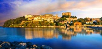 Ταξίδι στην Ιταλία - γραφικό ήρεμο χωριό Capodimonte στο Λα Στοκ εικόνες με δικαίωμα ελεύθερης χρήσης