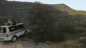 Ταξίδι στο μικρό ιαπωνικό φορτηγό στα βουνά φιλμ μικρού μήκους