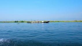 Ταξίδι τουριστών στη λίμνη Inle, το Μιανμάρ απόθεμα βίντεο