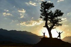 Ταξίδι φύσης πατέρων και γιων, περιπέτεια και ειρήνη στοκ φωτογραφία με δικαίωμα ελεύθερης χρήσης