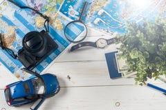 Ταξίδι - έννοια Προγραμματισμός ταξιδιών αυτοκινήτων Προϊόντα πρώτης ανάγκης τουριστών Διάστημα για το κείμενο Στοκ εικόνες με δικαίωμα ελεύθερης χρήσης