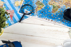 Ταξίδι - έννοια Προγραμματισμός ταξιδιών αυτοκινήτων Προϊόντα πρώτης ανάγκης τουριστών Διάστημα για το κείμενο Στοκ Φωτογραφίες