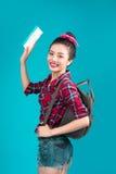 Ταξίδι γυναικών Νέος όμορφος ασιατικός ταξιδιώτης γυναικών με τον κρότωνα αέρα Στοκ εικόνες με δικαίωμα ελεύθερης χρήσης