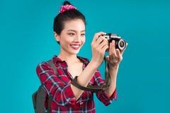 Ταξίδι γυναικών Νέος όμορφος ασιατικός ταξιδιώτης γυναικών που παίρνει pictur Στοκ εικόνα με δικαίωμα ελεύθερης χρήσης