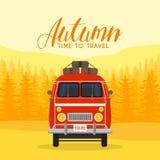 Ταξίδι και ταξίδι χρονικών οικογενειών φθινοπώρου Το οικογενειακό αυτοκίνητο επίσης corel σύρετε το διάνυσμα απεικόνισης Στοκ Φωτογραφία