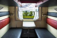 Ταξίδι με το τραίνο πλαστική κόκκινη στάση καρφιτσών χαρτών ταξιδιών σημαιών έννοιας Στοκ Φωτογραφίες