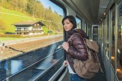 Ταξίδι με το τραίνο στον αλπικό σιδηρόδρομο Στοκ εικόνες με δικαίωμα ελεύθερης χρήσης