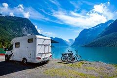 Ταξίδι οικογενειακών διακοπών, ταξίδι διακοπών στο motorhome Στοκ Εικόνα