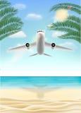 Ταξίδι πετάγματος αεροπλάνων στην παραλία άμμου θάλασσας Στοκ Φωτογραφίες