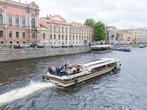Ταξίδι ποταμών στη Αγία Πετρούπολη, Ρωσία Στοκ Φωτογραφία