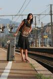 ταξίδι που αφήνει τη γυναί&kap Στοκ φωτογραφία με δικαίωμα ελεύθερης χρήσης