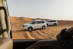 Ταξίδι στην άμμο αμμόλοφων από 4x4 από το δρόμο στο Ντουμπάι Στοκ Φωτογραφίες