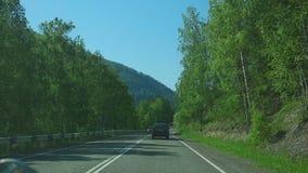 Ταξίδι στο δρόμο βουνών απόθεμα βίντεο