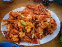 Ταξίδι της Ταϊλάνδης - τσιγαρισμένες γαρίδες στη σάλτσα σόγιας Στοκ Εικόνες