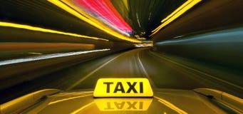 Ταξί με την ταχύτητα στρεβλώσεων Στοκ Φωτογραφίες