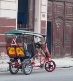 Ταξί ποδηλάτων στην οδό της Αβάνας Στοκ Εικόνες