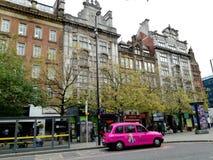 Ταξί του Μάντσεστερ Piccadilly και βικτοριανά σπίτια Στοκ Φωτογραφίες