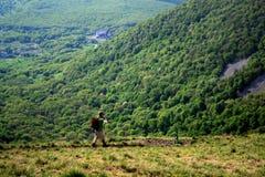 Ταξιδιώτης στο βουνό Beshtau Pyatigorsk, Ρωσία στοκ εικόνα με δικαίωμα ελεύθερης χρήσης