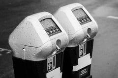 Ταξινομημένος κατά ζεύγος μετρητής χώρων στάθμευσης Στοκ Φωτογραφία