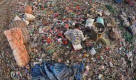 ταξινομώντας απόβλητα Στοκ φωτογραφία με δικαίωμα ελεύθερης χρήσης
