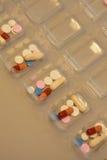 Ταξινομώντας χάπια στοκ εικόνα