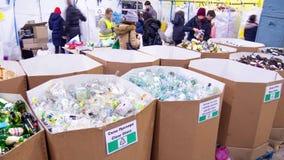 Ταξινόμηση απορριμμάτων Timelapse Φροντίζοντας για το περιβάλλον, φύση, πλαστικό, μπουκάλια, ρύπανση, προβλήματα, παράδειγμα, ρύπ φιλμ μικρού μήκους