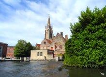 Ταξιδεύοντας στο κανάλι της Μπρυζ, Βέλγιο Στοκ φωτογραφία με δικαίωμα ελεύθερης χρήσης