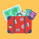 Ταξιδιωτική βαλίτσα, γήινος χάρτης, διαβατήρια Στοκ εικόνα με δικαίωμα ελεύθερης χρήσης